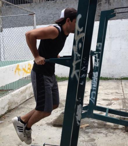 Beneficios de entrenar con las barras paralelas estando en forma - Barras de ejercicio para casa ...